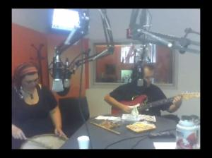 CLICK PARA EL SOUNDCLOUD DE LAS NOTAS Acá estamos con Walter Soria y Viviana Cerino hace un par de añitos en la radio...